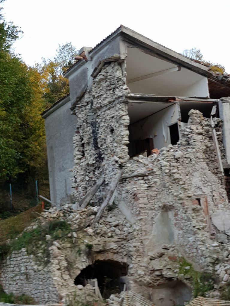 linkiostrovivomagazine-terremoto-umrbia-marche-ricostruzione-volontariato-macerata-visso